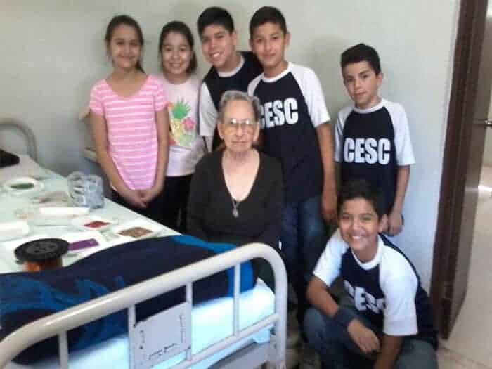 "Santa Catarina Students visit to the ""Saint Vincent de Paul"" nursing home"