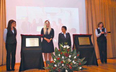Instituto Hispano Inglés: Develación de Placas Cambridge