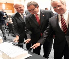 UIW celebra la adquisición del edificio AT&T en Broadway, San Antonio, Texas
